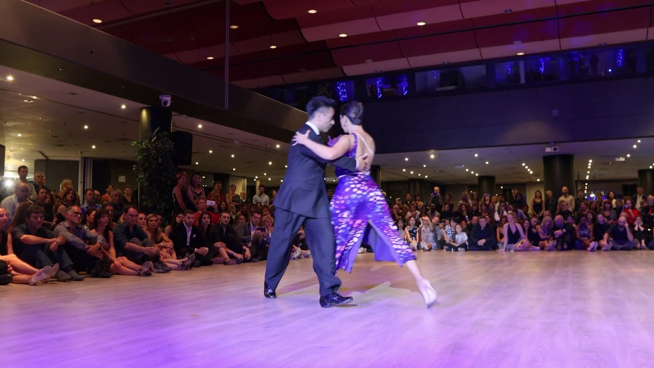Sebastian Archival and Roxana Suarez perform a tango live